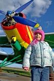 女孩和飞机 图库摄影