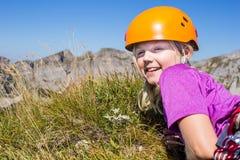 女孩和edelweiss 免版税库存照片