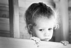 女孩哀伤的一点 黑白系列 免版税库存照片