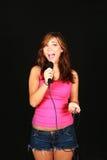 女孩唱歌微笑 免版税图库摄影