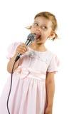 女孩唱歌的一点 库存图片