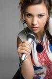 女孩唱歌青少年 免版税库存照片