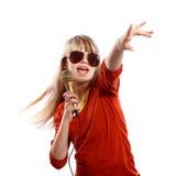 女孩唱歌 库存图片