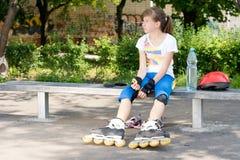 女孩四轮溜冰者 图库摄影