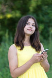 14年女孩固定的单元电话和沉思查寻 库存图片