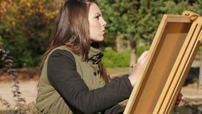 女孩图画图片画象在公园 影视素材