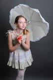 12-13年女孩在伞下 免版税库存照片