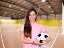 女孩在体育中心 免版税库存照片