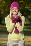 女孩在公园在秋天 库存照片
