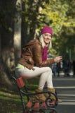 女孩在公园在秋天 免版税库存照片