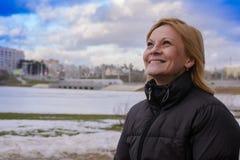 女孩在公园市米斯克 库存照片