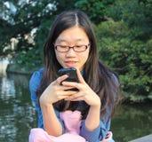 女孩在公园 图库摄影