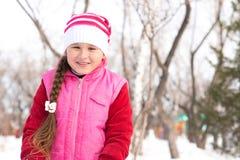 女孩在冬天公园 免版税库存图片