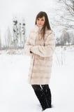 女孩在冬天公园 库存照片