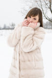 女孩在冬天公园 免版税图库摄影