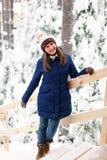 女孩在冬天森林里 库存照片