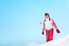 女孩在冬天 户外子项 图库摄影