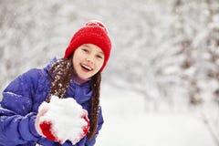 女孩在冬天 户外子项 免版税库存图片