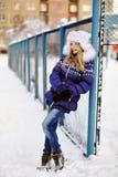 女孩在冬天 青少年户外 图库摄影