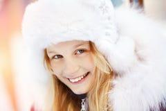 女孩在冬天 青少年户外 免版税库存图片