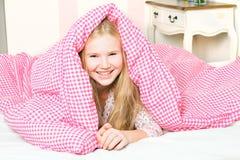 女孩在卧室 免版税库存照片