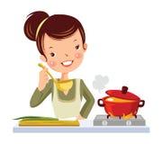 女孩在厨房里。 免版税库存照片