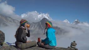 女孩在喜马拉雅山 股票录像