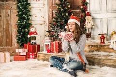 女孩在圣诞节背景中 免版税图库摄影