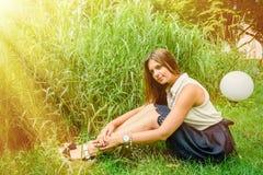 女孩在夏天公园 库存图片