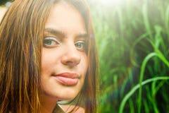 女孩在夏天公园 库存照片
