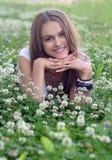 女孩在夏天草甸 免版税库存照片