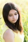 女孩在夏天领域的14年 免版税库存照片
