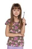 女孩在她的手上把握关键 免版税库存照片