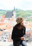 女孩在捷克克鲁姆洛夫 库存照片