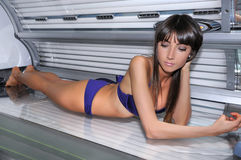 女孩在日光浴室 图库摄影