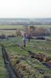 女孩在村庄 免版税图库摄影