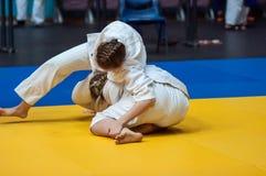 女孩在柔道竞争 库存照片