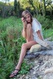 女孩在森林 免版税库存图片