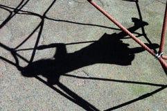 女孩在比赛门户的孩子阴影 图库摄影