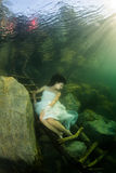 女孩在河 免版税图库摄影
