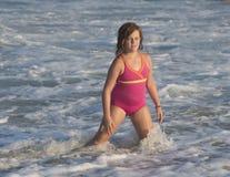 女孩在海洋 库存图片