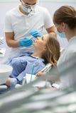 女孩在牙科方面 免版税库存照片