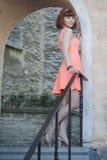 女孩在老城镇 免版税图库摄影