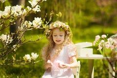 女孩在花冠 库存照片