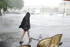 女孩在雨中 库存照片