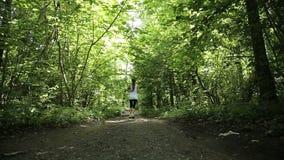 女孩在领域的路跑 股票录像