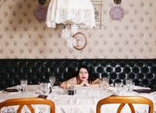 女孩在宴会桌上 图库摄影
