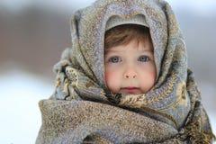 女孩在围巾被包裹  库存照片