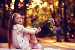 女孩在晴朗的公园 免版税库存图片