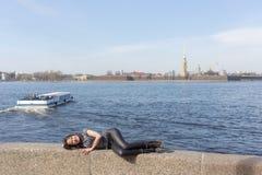 女孩在Sankt-Peterburg 免版税图库摄影